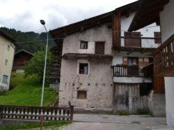 Vendita casa indipendente  da ristrutturare a Molino di Falcade con verde privato