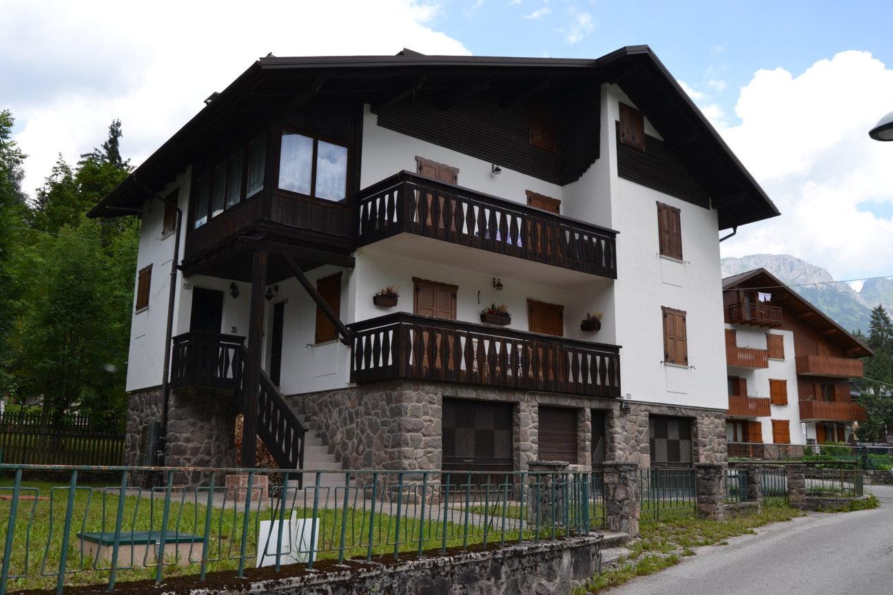 Appartamento trilocale in vendita a Falcade in Via Ronch